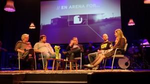 PANEL: Magny Tekse, til venstre, Lars Magne Ådnanes, Runar Landro, Sigve Øksendal og Esther Ane Hodnefjell Vagle.