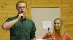 Engasjerte elever: Misjonsprosjektlederne, Markus Andersland og Synne Vigane, fra presentasjon for elevene under skolens åpningshelg tidligere i høst. Foto: Framnes KVGS.