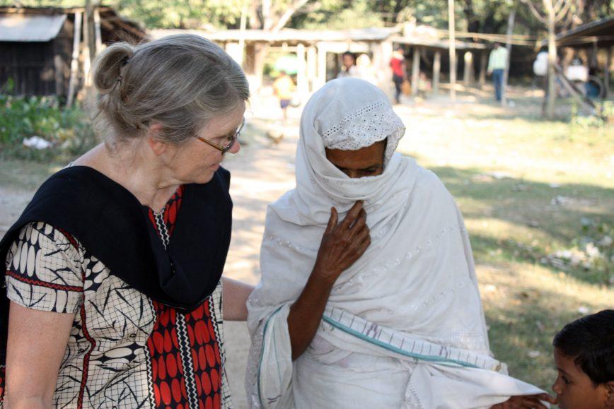 I AKSJON: Misjonær Anne Margrethe Eidesvik forteller at muslimene i nord-India har lite til felles med de radikale islamistene man hører om på nyhetene. – At vi står på Bibelen og det som har med Jesus å gjøre har de muslimske foreldrene et veldig avslappet forhold til, sier hun. FOTO: Kristen Muslimmisjon