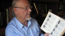 FORFATTER: Torbjørn Greipsland bruker pensjonisttilværelsen til å skrive boken han skulle ønske var skrevet for lenge siden. FOTO: KPK