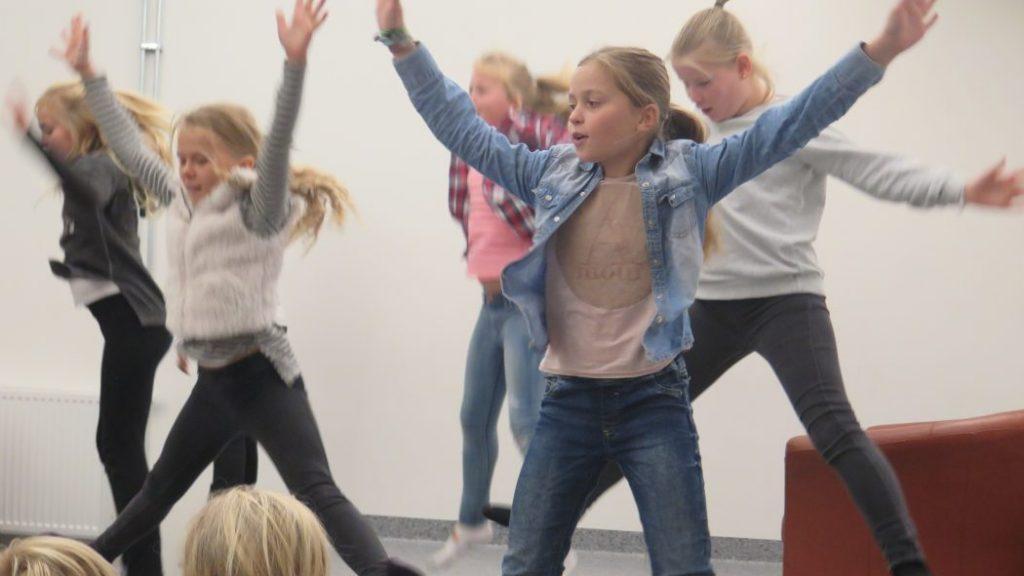 Dans hører med til bededagen. Her elever fra 6. klasse