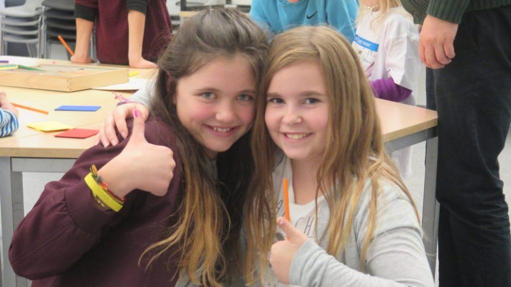 Madeleine (til v) og Kaja er takknemlige for at de har hverandre.