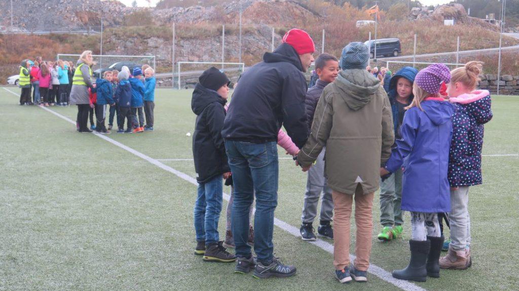 Bønnevandring rundt Danielsen Barne- og Ungdomsskole Sotra.