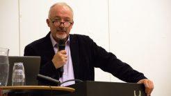 FRISKOLEHØVDING: Torgeir Flateby har vært en viktig person i friskole-Norge i nesten 30 år. Her er han på talerstolen under KFFs Skolelederdager. Foto: Ingunn Marie Ruud, KPK